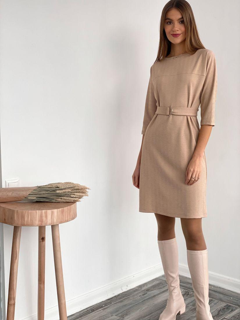 s3590 Платье из трикотажа в ёлочку бежевое