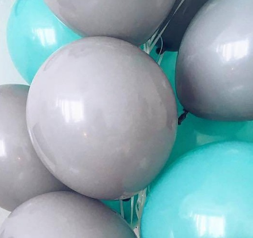 Ассорти мятный и серый латексных шаров с гелием