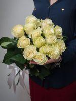 15 белых роз 70 см.