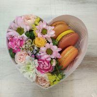Коробочка-комплимент в форме сердца с макаронс