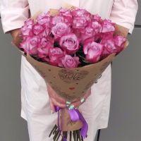 25 роз в крафт бумаге
