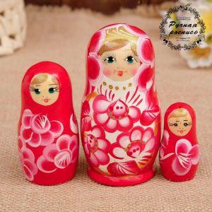 Матрёшка «Марина», красно-белое платье, 3 кукольная. 10 см