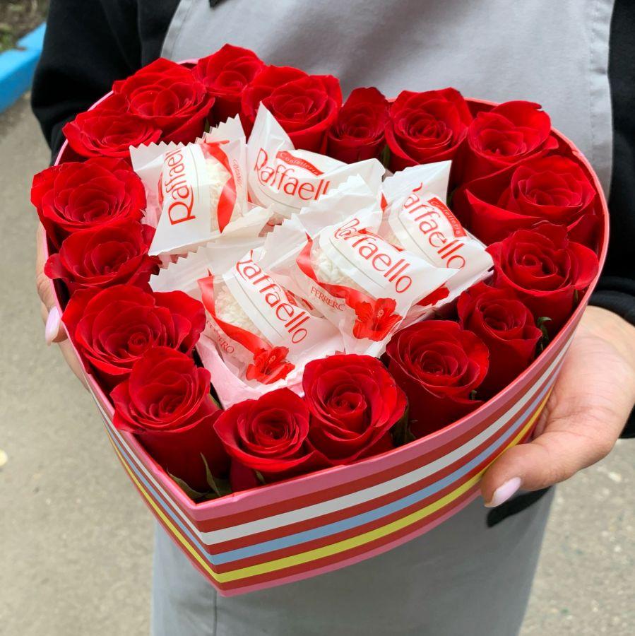 Сердце из роз и рафаэлло
