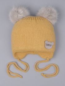 РБ 0023869 Шапка вязаная для мальчика с двумя помпонами на завязках, нашивка сладкий медвежонок, горчичный