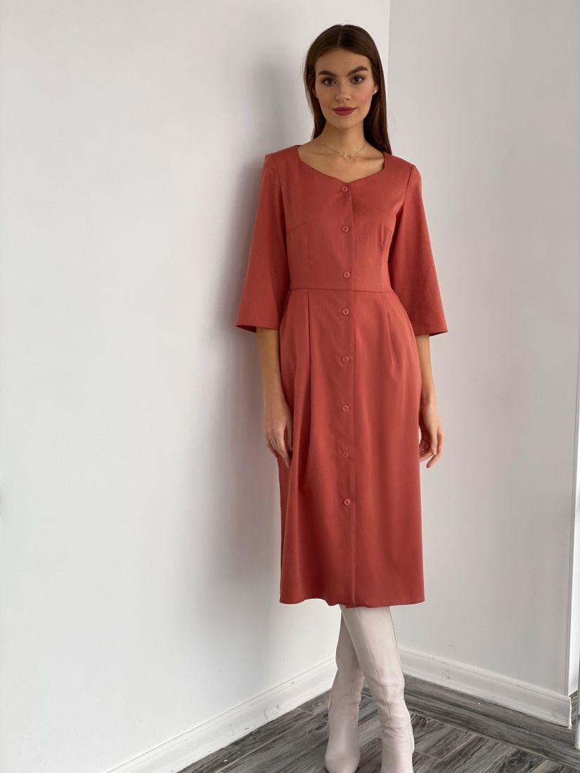 s3622 Платье с фигурным вырезом в тёплом терракотовом