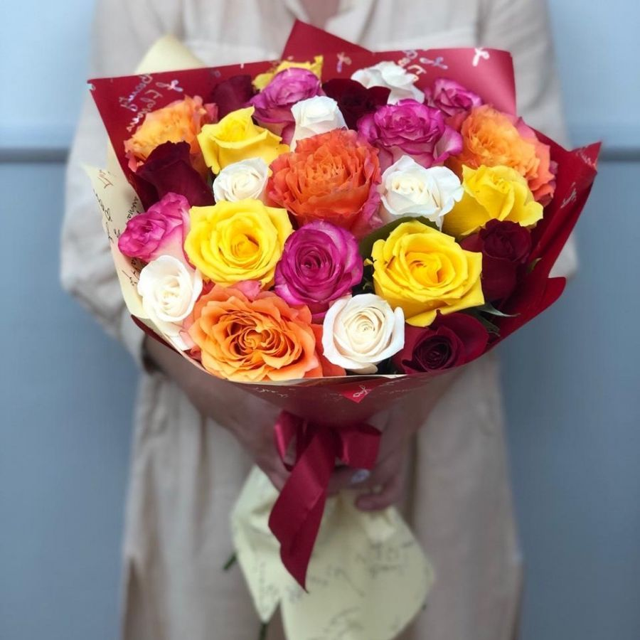 25 роз микс в красивой упаковке