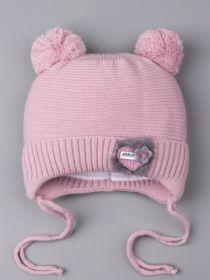 РБ 0023384 Шапка вязаная для девочки с двумя бубончиками на завязках, сердечко с пушком, бледно-розоватый
