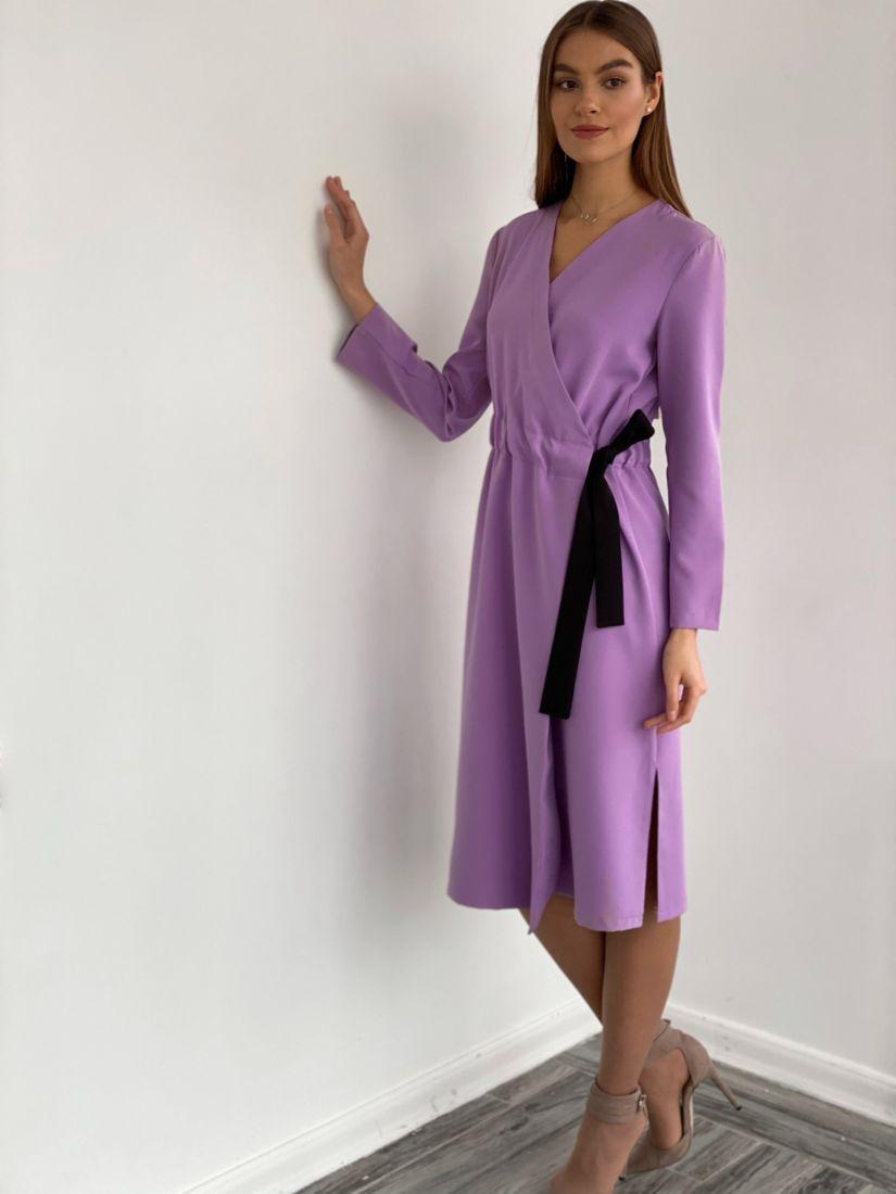 3638 Платье с запахом и контрастным поясом лавандовое