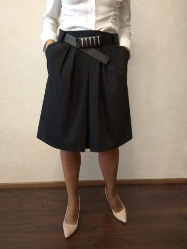 Габардиновая черная юбка с заниженной линией талии