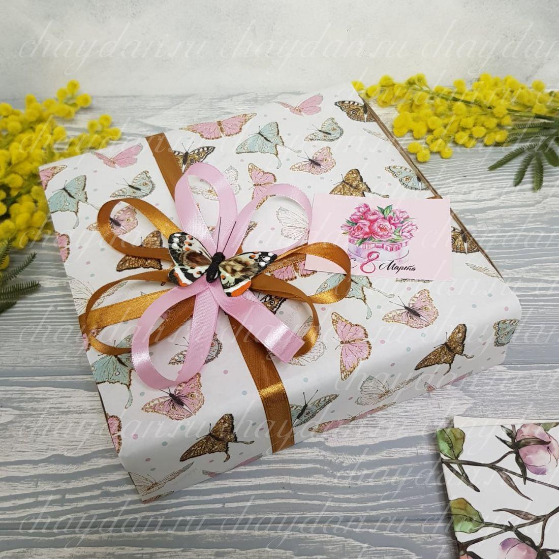 """Коробка с чаем и сладостями """"Бабочка на 8 марта"""""""