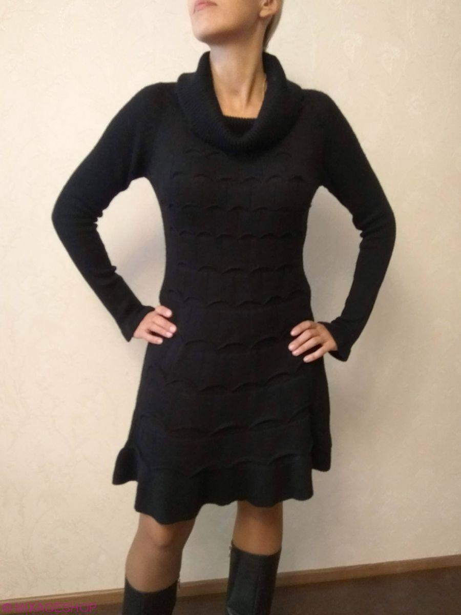 Вязаное платье черного цвета с длинным рукавом