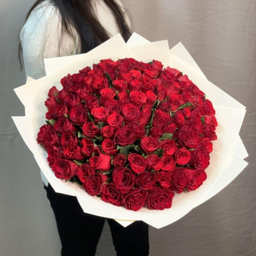 101 красная роза в красивой упаковке