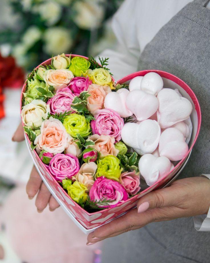 """коробка с цветами и конфетами """"Сладкое сердце"""""""