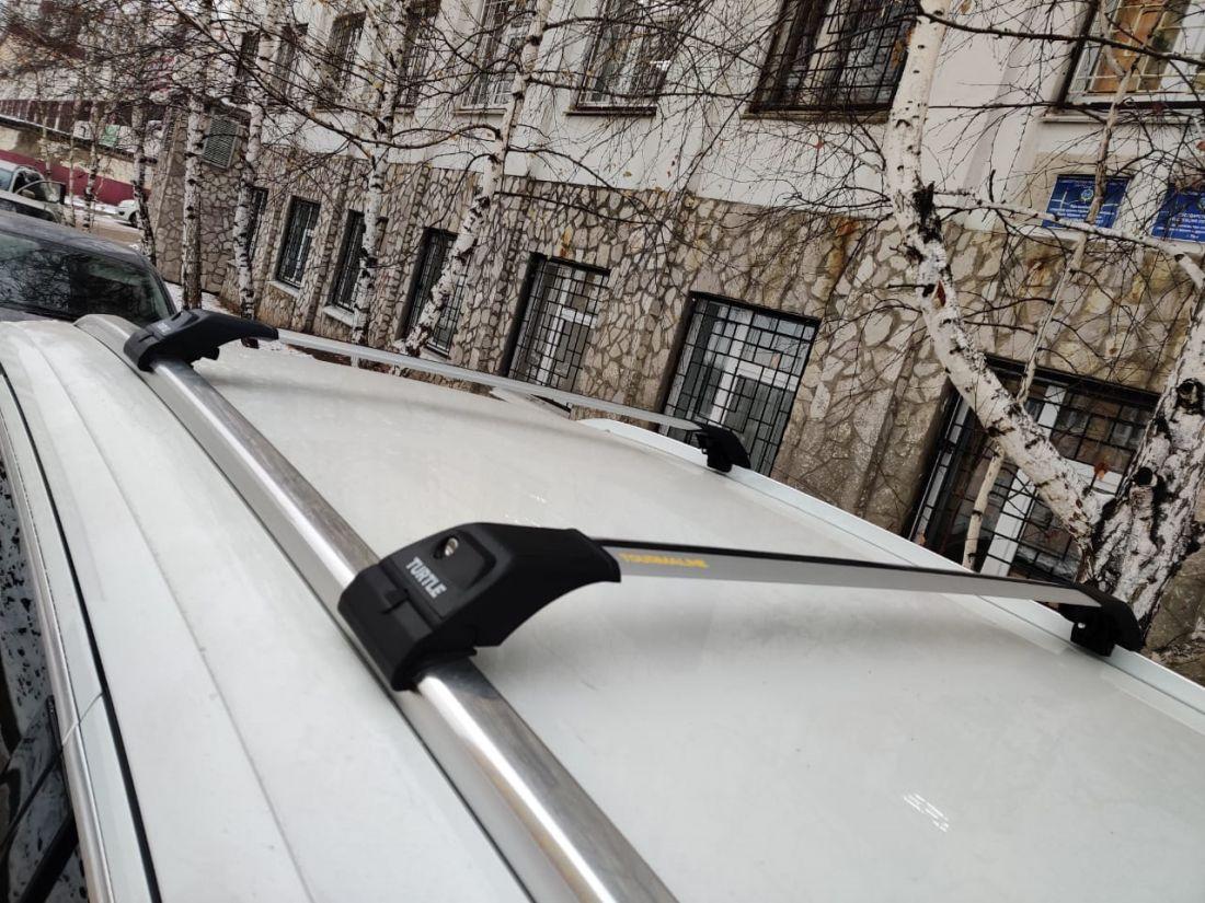 Багажник на интегрированные рейлинги Audi Q7 (SUV 2006-2015), Turtle Tourmaline V2, крыловидные дуги (серебристый цвет)