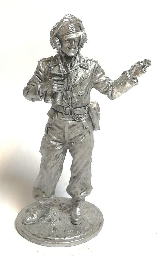 Фигурка немецкий офицер с биноклем олово