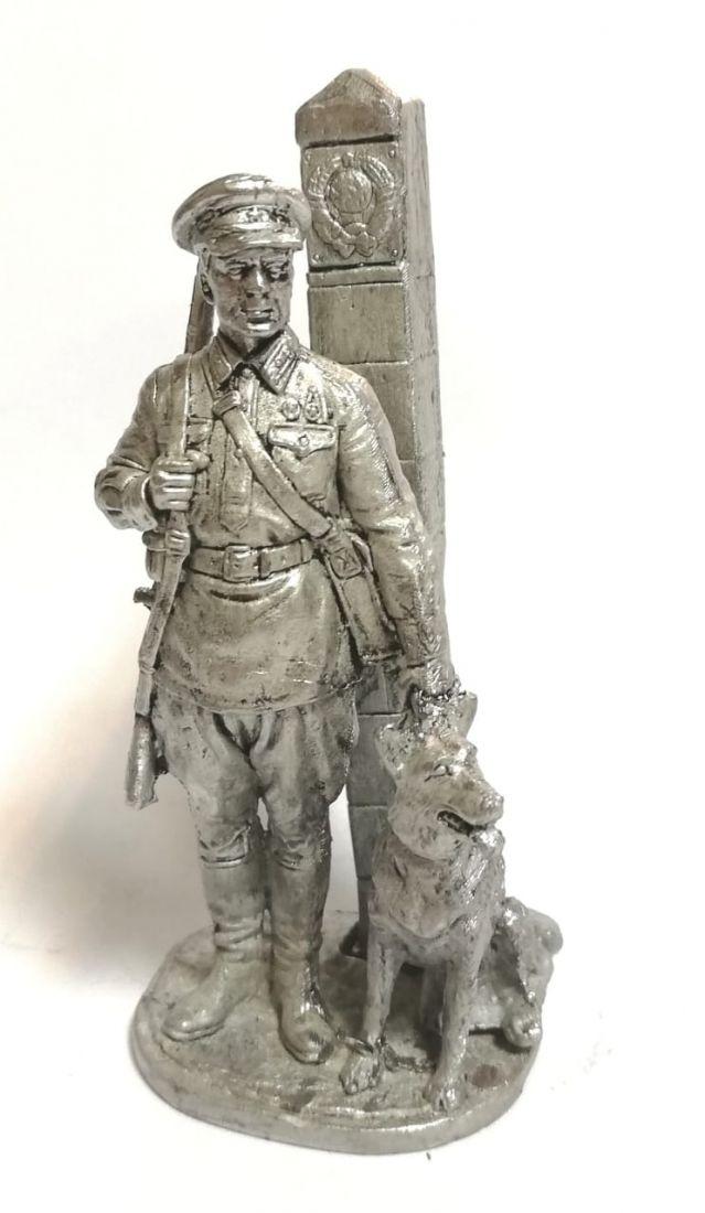 Фигурка Пограничник с собакой олово
