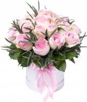 35 розовых роз в шляпной коробке