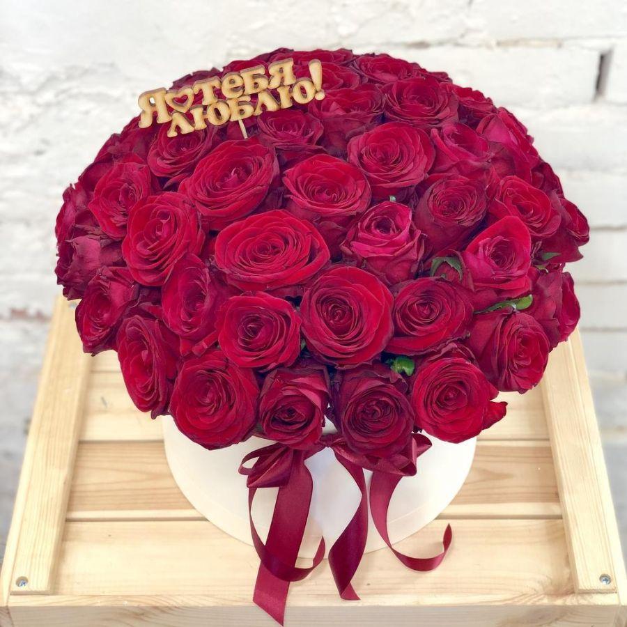 Розы красные 51 шт в шляпной коробке