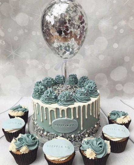 Один оформленный шарик в торт