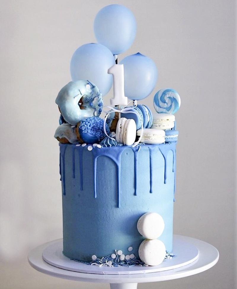 Маленький однотонный шарик на палочке в торт
