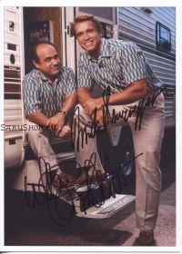 Автографы: Арнольд Шварценеггер, Дэнни ДеВито. Близнецы