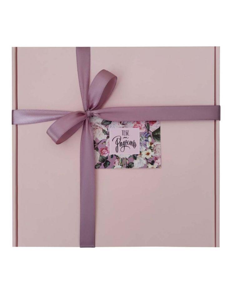 Коробка подарочная, коробка для подарка цвет нежно-розовый 220*220*60 мм с наполнителем тишью и атласной лентой.