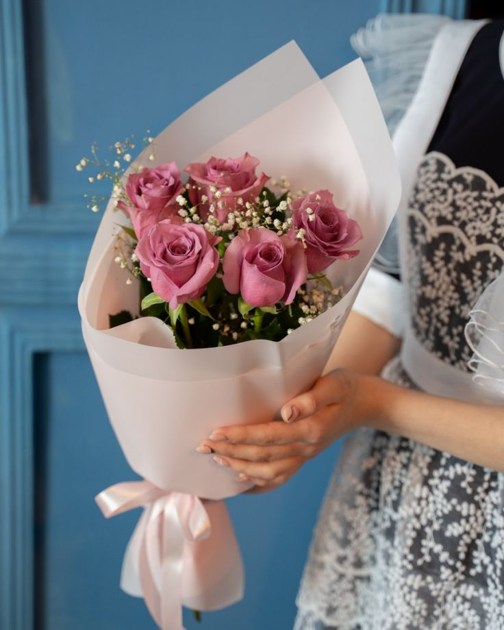 Букет на выпускной из 5 кенийских роз