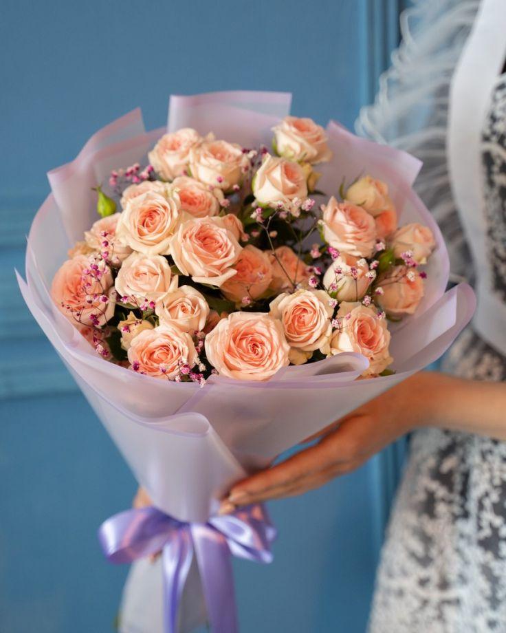 Букет на выпускной из 9 кустовых роз