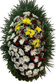 Фото Ритуальный венок из живых цветов #3 розы, хризантемы, лапник хвоя