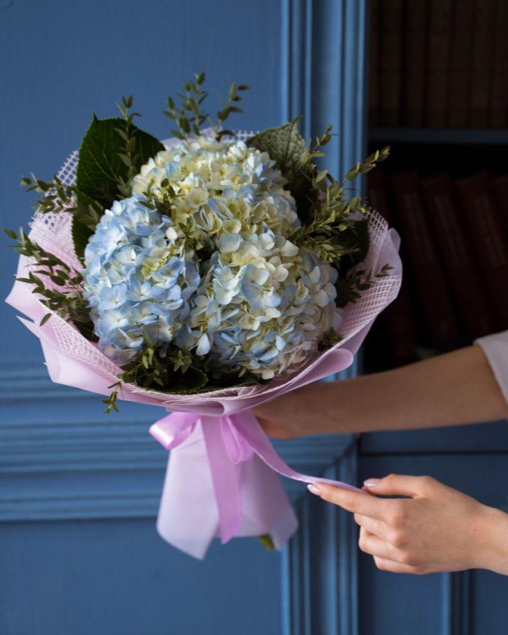 Букет цветов на выпускной из 3 гортензий
