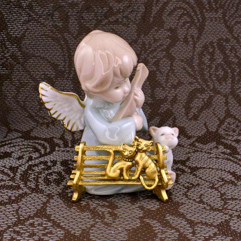 """Брошь """"Кошечка и котенок на скамейке"""" цвет золота (AJC США)"""
