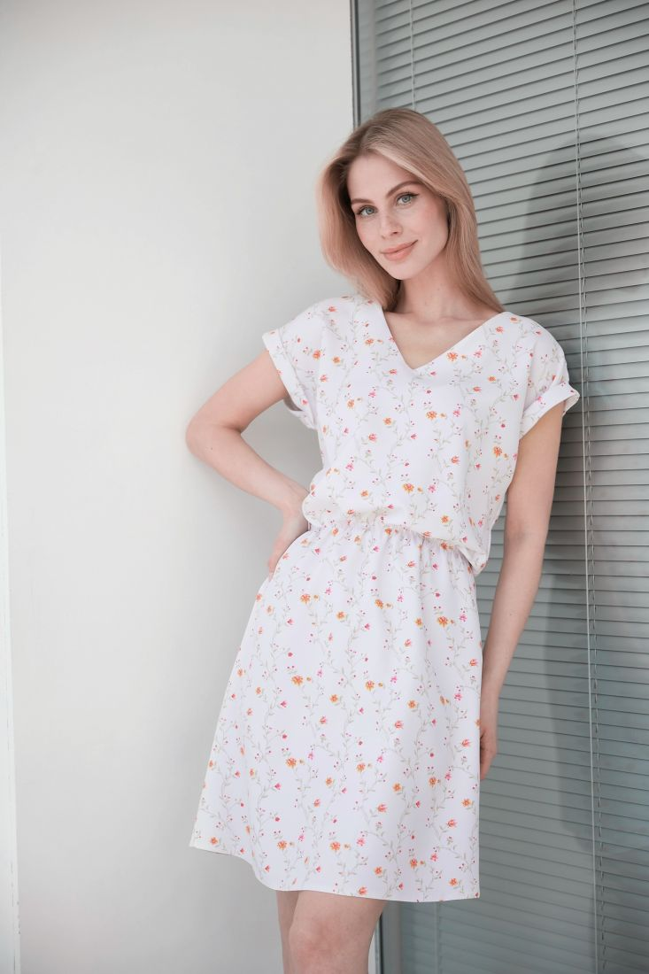 4002 Платье белое с нежным принтом