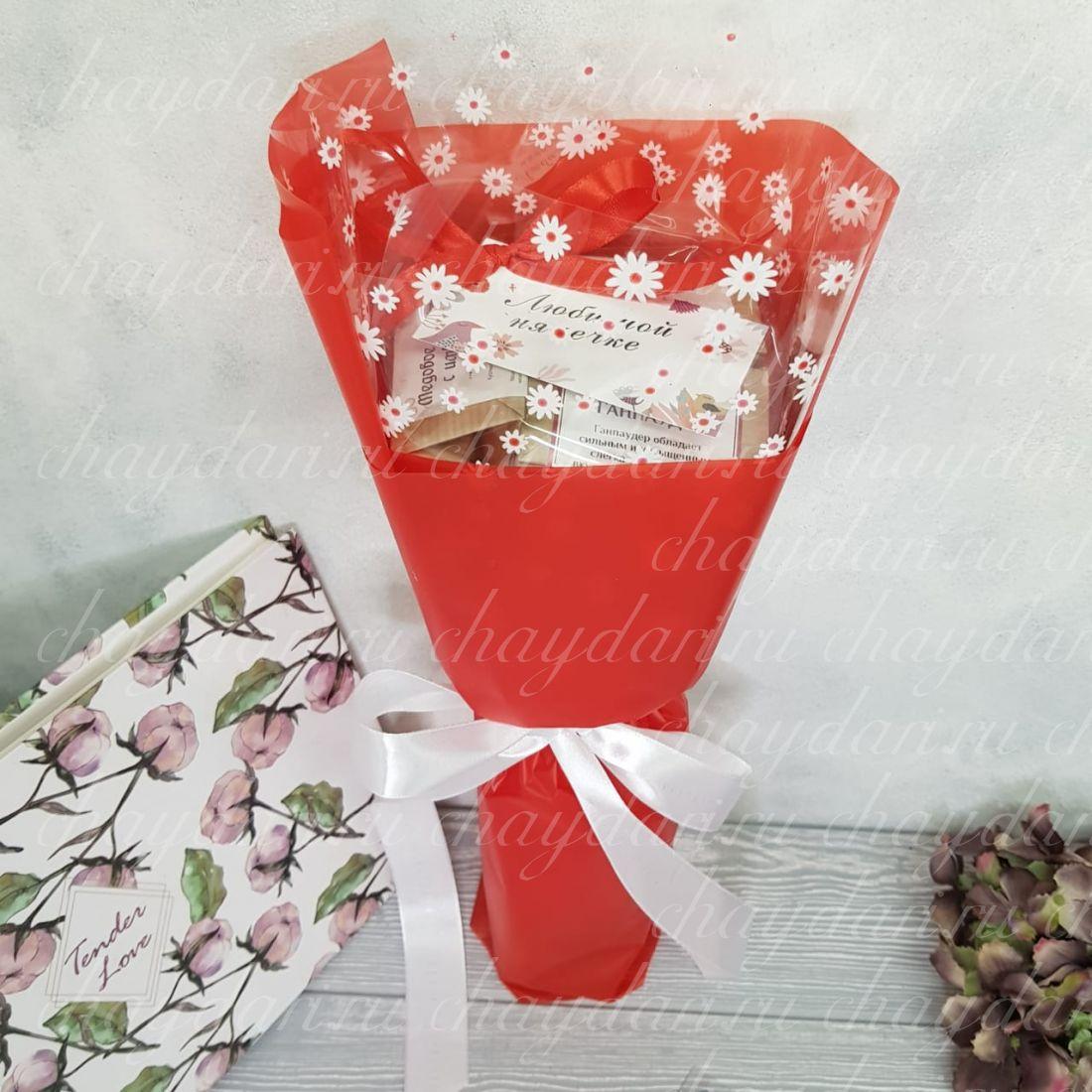 Букет из чая  «Цветочки на красном»