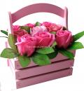 Деревянный ящичек с розовыми розами из мыла