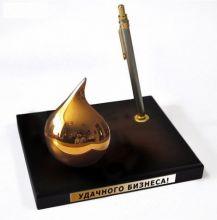 Капля нефти - настольный сувенир-подставка.