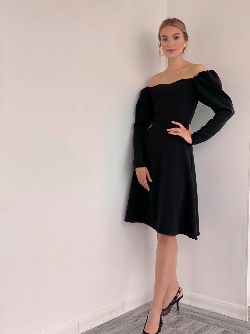 3226 Платье чёрное с открытыми плечами и юбкой-трапецией