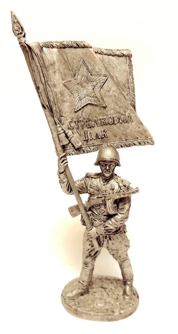 Фигурка Старшина Красной армии с полковым знаменем олово
