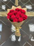 Букет из 15 роз эквадорских красных в упаковке