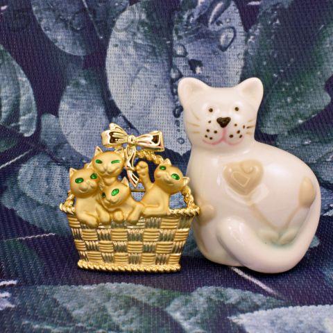"""Брошь """"Милые котята в корзинке"""" цвет золота (AJC США)"""