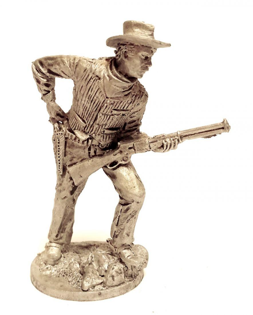 Фигурка Ковбой с ружьем в жилете олово