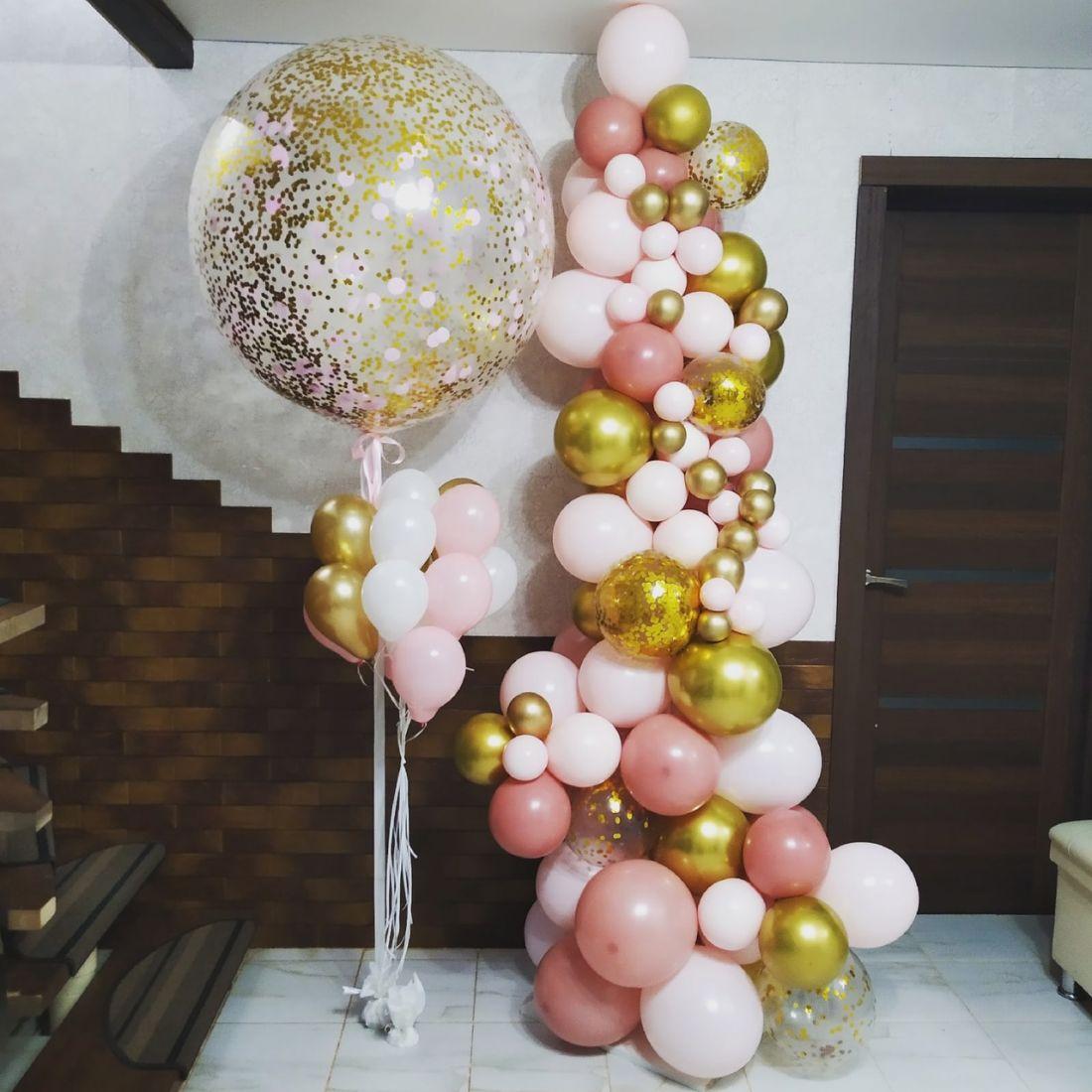 Оформление с разнокалиберной гирляндой, метровым шаром и шариками МИКРО