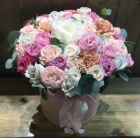 Коробка с пионом и пионовидными розами