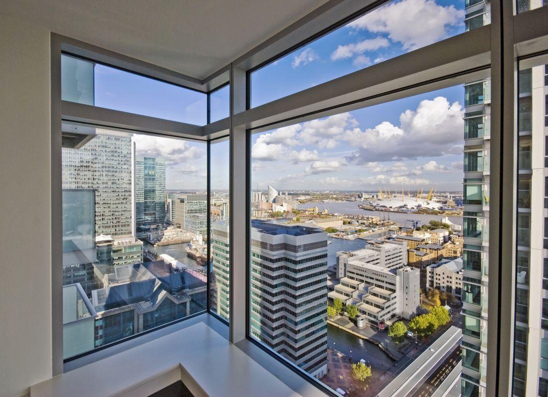 Панорамное окно с видом на город 14-06