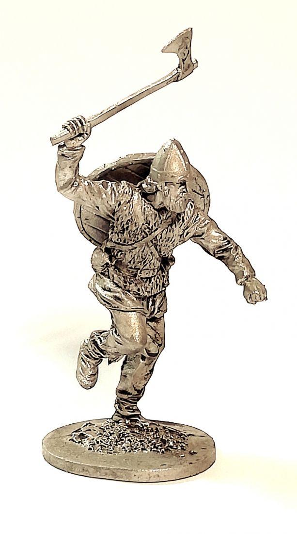 Фигурка Викинг с топором 9-10 в. олово