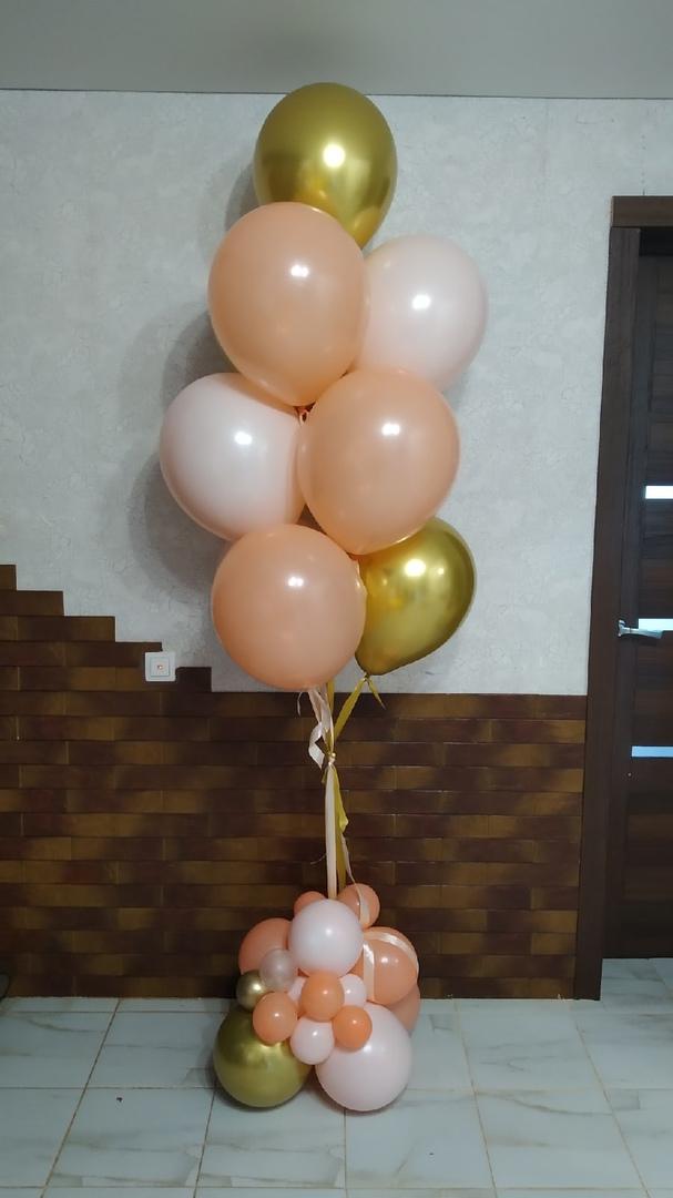 Фонтан с шарами хром и атласными лентами с разнокалиберным основанием