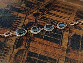 Позолоченный элегантный браслет с искусственными ониксами (арт. 250339)
