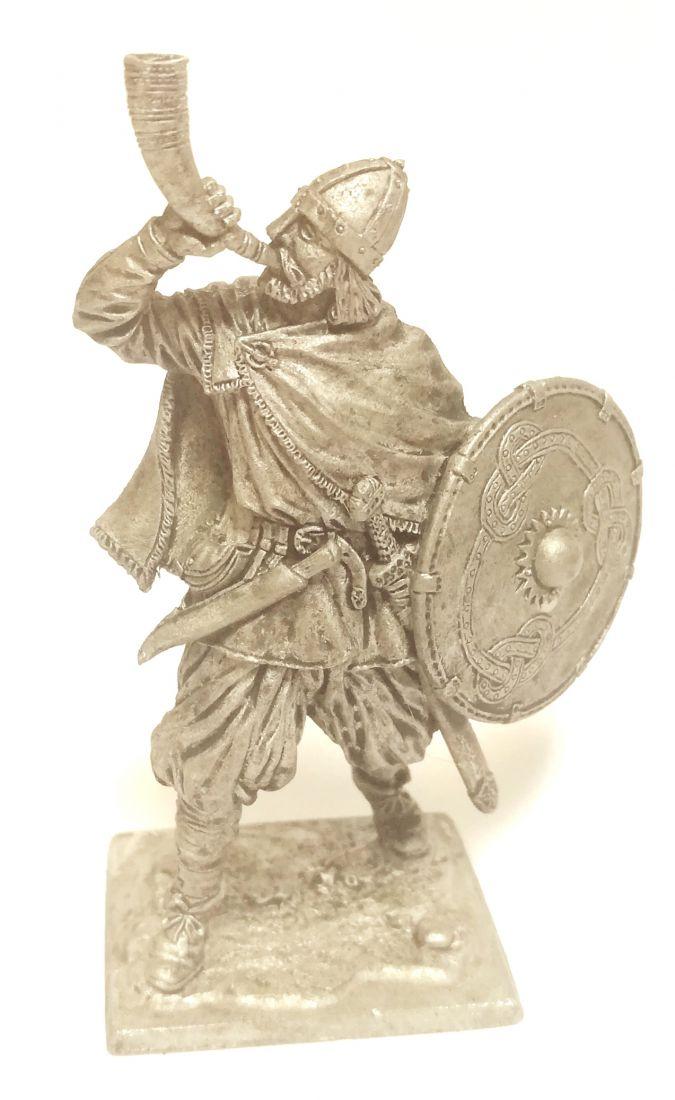 Фигурка Викинг с рогом, 9-10 вв. олово