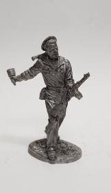 Краснофлотец с автоматом ППШ и гранатой РПГ-40, 1943-45гг. СССР (олово)