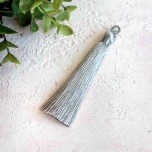 Кисточка декоративная, серая 8 см.