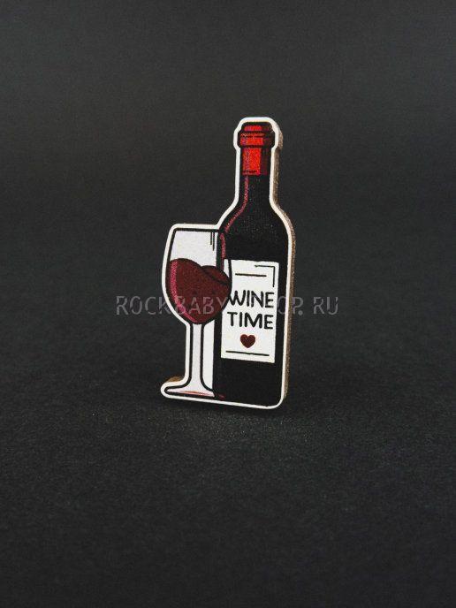 Деревянный значок Бутылка вина с бокалом